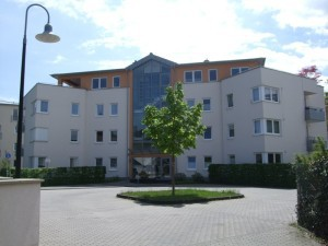 Mietshaus mit Parkplatz